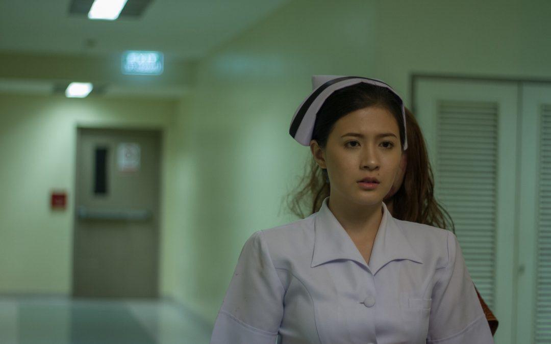 """โฟกัส"""" โดน """"เอ้-ชุติมา"""" ทั้งบีบคอทั้งจิกทั้งตบทั้งลาก ใน """"Bangkok Ghost Stories"""" ตอน…วอร์ดผวากะดึก (Nurse)"""